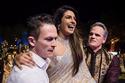 بريانكا تشوبرا بفستان مطرز بخيوط ذهبية في ليلة زفافها الأخيرة