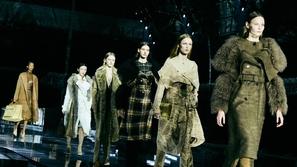 عروض أزياء أسبوع الموضة في لندن بين الغرابة والفن