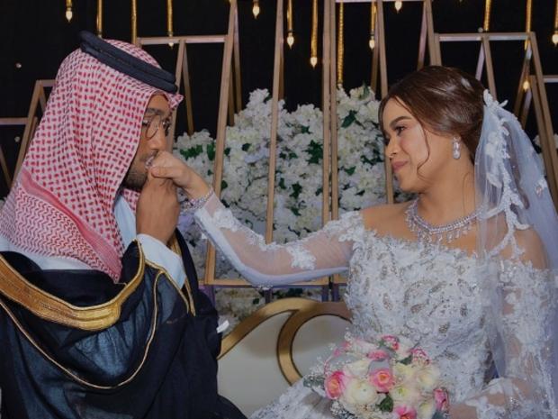 أحمد خميس ومشاعل الشحي يحتفلان بزفافهما الثاني على الطريقة الفلبينية