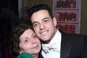 والدة رامي مالك تحتفل معه بجائزة أفضل ممثل في الغولدن غلوب 2019