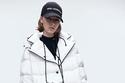 إطلالة باللون الأبيض والأسود من مجموعة Karl Lagerfeld لخريف 2021