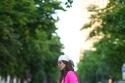 بدلة شورت باللون الفوشيا مع صندل من نفس اللون
