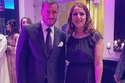 كاظم الساهر مع أحد المدعوين في حفل زفاف ابنه عمر