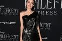 نحافة أنجلينا جولي تقضي على جمالها وأنوثتها برغم فستانها الملفت