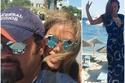 صور نيكول سابا بدون مكياج أو كعب عالي في إجازة مع زوجها يوسف الخال في اليونان