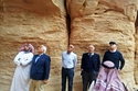 عمر خيرت خلال رحلته السياحية في مدائن صالح في السعودية