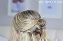 تسريحة نصف الشعر الملتوية