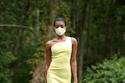 فستان أصفر بتصميم بسيط من Christian Siriano