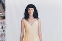 فستان أصفر بتصميم طيات من Alexander McQueen
