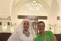 منى زكي مع مصمم الأزياء محمد سامي الذي صمم الفستان