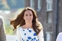 فستان كيت ميدلتون الأبيض والمزين بالورد من بوتيك l.k. bennett ويبلغ سعره $350.00