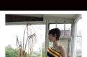 فستان قصير مخطط من مجموعة JW Anderson  ريزورت 2022