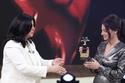دنيا سمير غانم تنال جائزة أفضل ممثلة كوميدية من برنامج معكم