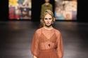 إطلالة صيفية مع فستان طويل شفاف من مجموعة Dior