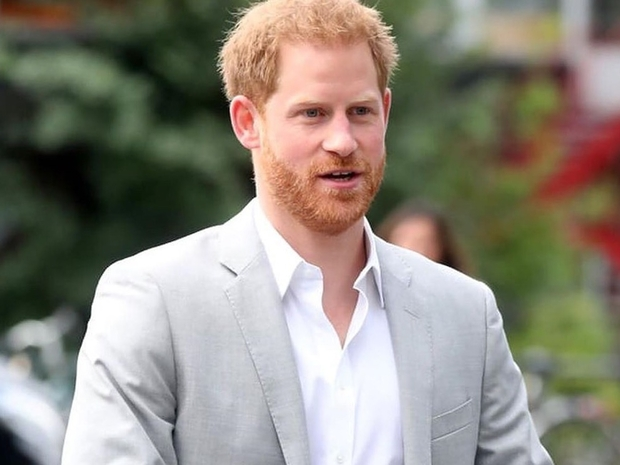 شاهدوا الأمير هاري يعلق لأول مرة على انتقاده وزوجته ميغان ماركل