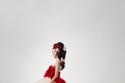 اكسسوار شعر جانبي من الورود في عرض Giambattista Valli