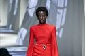 إطلالة باللون الأحمر من مجموعة Fendi