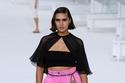 حزام السلسلة مع حقيبة من مجموعة Chanel لربيع وصيف 2021