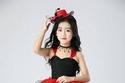 فستان أحمر في أسود منفوش
