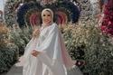 عباءة من الكتان الأبيض لإطلالة رمضانية محتشمة