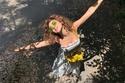 ميريام فارس تشعل الأجواء برقصها بالمايوه على البحر
