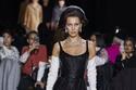 بيلا حديد في عرض أزياءمارك جاكوبسMarc Jacobs لخريف وشتاء 2020