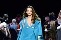 فستان ومعطف في عرض أزياءمارك جاكوبسMarc Jacobs لخريف وشتاء 2020