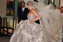فستان زفاف جينيفر لوبيز من تصميم زهير مراد يخطف الأنظار بفخامته