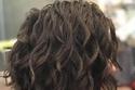 تسريحة شعر ناعمة لشعر كيرلي قصير