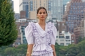 فستان أرجواني بتصميم كلاسيك مزين بطبقات كشكشة من Ulla Johnson