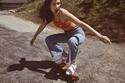 بيلا حديد في جلسة تصوير حذاء ناييك الرياضي