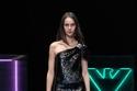 فستان من الترتر باللون الأسود من مجموعة Emporio Armani