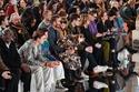 ديفيد بيكهام وابنائه بجانب آنا وينتور في عرص أزياء  Victoria Beckham
