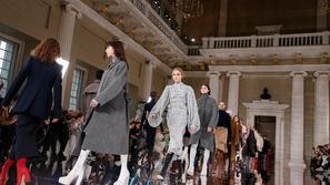 مجموعة أزياء Victoria Beckham لخريف وشتاء 2020 في أسبوع الموضة في لندن