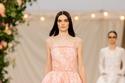 فستان دانتيل طبقات من مجموعة Chanel