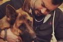الفنان عمرو يوسف مع كلبه