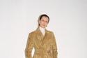 إطلالة مع معطف مزين من مجموعة Bottega Veneta ما قبل خريف  2021