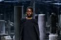 فستان أسود بتصميم كاب من Fendi
