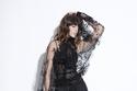 إطلالة باللون الأسود مع بلوزة تول مزينة من Kristina Fidelskaya