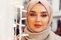شبيهة سيرين عبد النور تعمل كمدونة للموضة والجمال