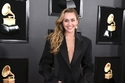 إطلالات استعراضية للنجمات في حفل جوائز Grammy 2019.. جينيفر لوبيز