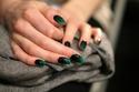 ألوان مناكير بدرجات الأخضر المميزة لليوم الوطني السعودي
