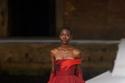 فستان أحمر من مجموعة Valentino هوت كوتور شتاء 2021