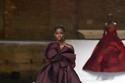 فستان بني منفوش من مجموعة Valentino هوت كوتور شتاء 2021