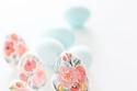 البيض الملون المميز برسومات الربيع والورود لشم النسيم