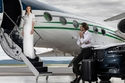 فستان أبيض طويل من مجموعة Badgley Mischka ريزورت 2022