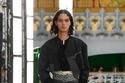 إطلالة باللون الأسود من مجموعة Louis Vuitton