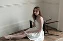 الممثلة فيبي دينيفور ترتدي فيتان من مجموعة Self-Portrait لخريف 2021