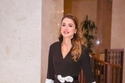 الملكة رانيا ترتدي من تصميم دايمندوغ