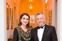الملكة رانيا ترتدي من تصميم جمعية بصمة خير في الأردن